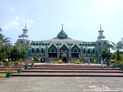 Megahnya Masjid Terbesar di Timur Indonesia