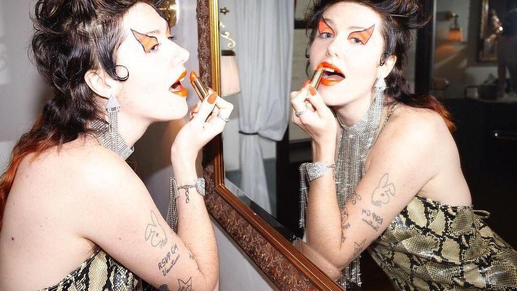 Gucci Tampilkan Iklan Lipstik dengan Model Bergigi Kuning dan Ompong