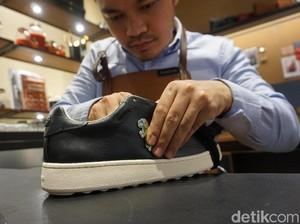 Menjajal Tren Customized Sneakers di Butik Coach Jakarta