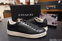 Sneakers C101 Coach sebelum proses Customize IT di Coach Create.