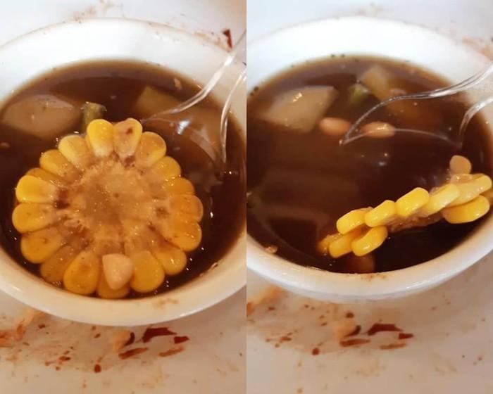 Sesuai namanya, akun _sadfood di Instagram merangkum kisah-kisah miris dan menyedihkan dari netizen terkait makanan pesananya. Seperti sayur asem dengan lembaran jagung manis super tipis ini! Foto: Instagram _sadfood