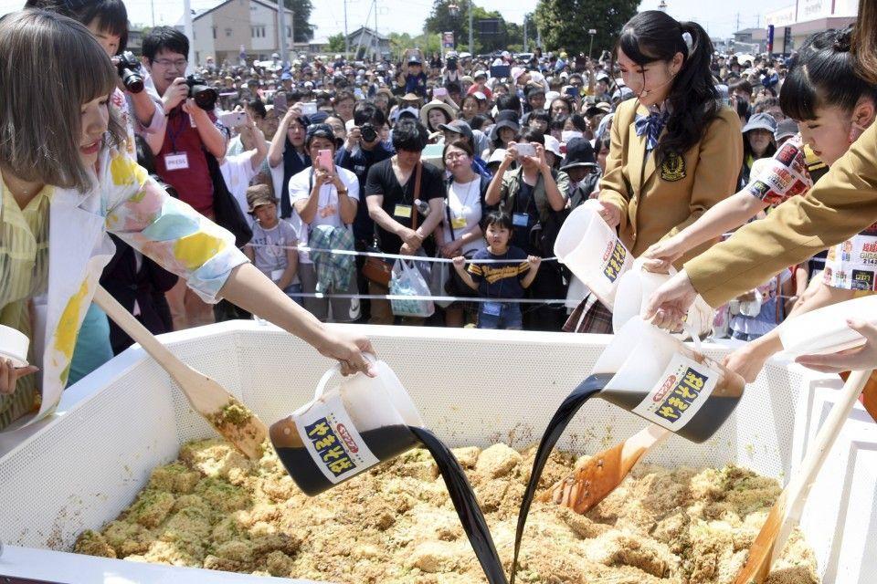Jepang Pecahkan Rekor Dunia dengan Mie Instan Raksasa Untuk Ratusan Orang