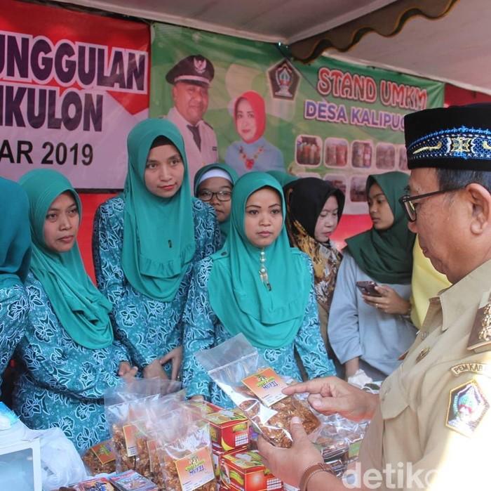 Bupati Blitar Rijanto di Pasar Murah Ramadhan/Foto: Erliana Riady