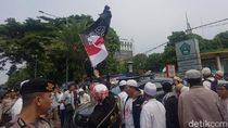 Massa Pendemo KPU-Bawaslu Mulai Long March dari Istiqlal