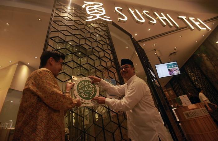Sushi Tei Indonesia mendapat sertifikasi halal Lembaga Pengkajian Pangan Obat-obatan dan Kosmetika Majelis Ulama Indonesia (LPPOM MUI).