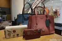 Contoh Customize IT untuk produk tas perempuan Coach.