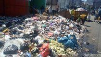 Jalan ke TPS Rusak, DLH Garut Kesulitan Buang Sampah