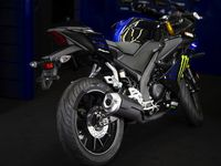 Adik Yamaha R15 Dapat Livery Monster Energy MotoGP ala Rossi