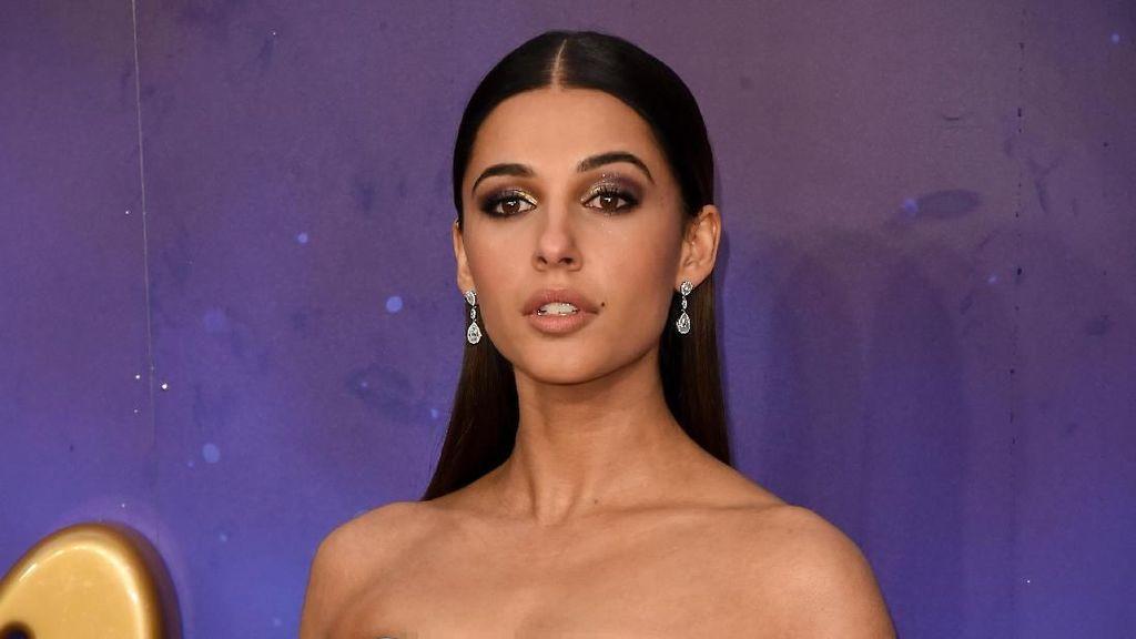 Jadi Putri Jasmine, Naomi Scott Cantik Bergaun Biru di Premier Aladdin