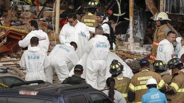 Petugas forensik menyisir lokasi ledakan