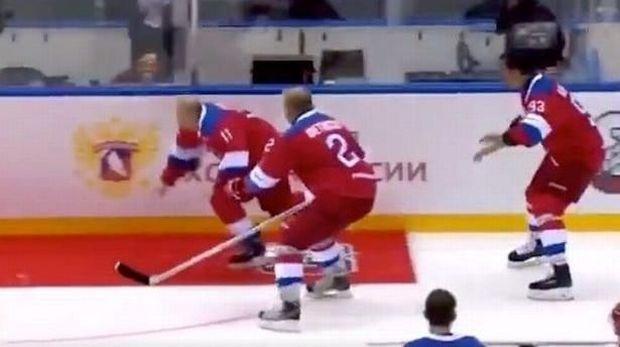 Putin terjatuh setelah tidak menyadari adanya karpet merah di depannya