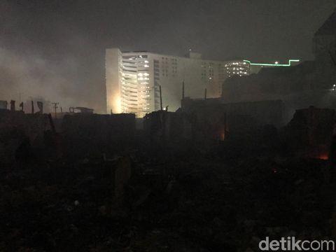 Diperkirakan ada ratusan rumah terbakar