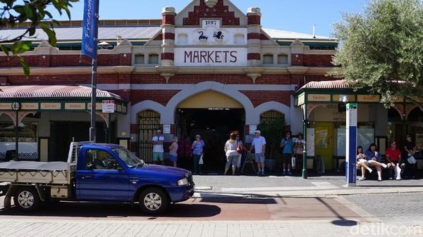 Pasar Fremantle mulai buka pada pukul 09.00-20.00 setiap hari Jumat. Di hari Sabtu dan Minggu pasar ini hanya buka sampai pukul 18.00 (Masaul/detikcom)