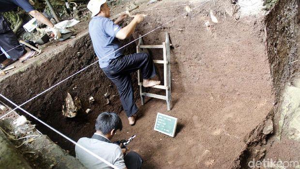 Tim Arkeolog Temukan Mata Tombak Manusia Purba di Gua Pawon