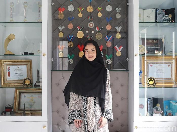 Hijab syari Lindswell Kwok. Foto: Ari Saputra