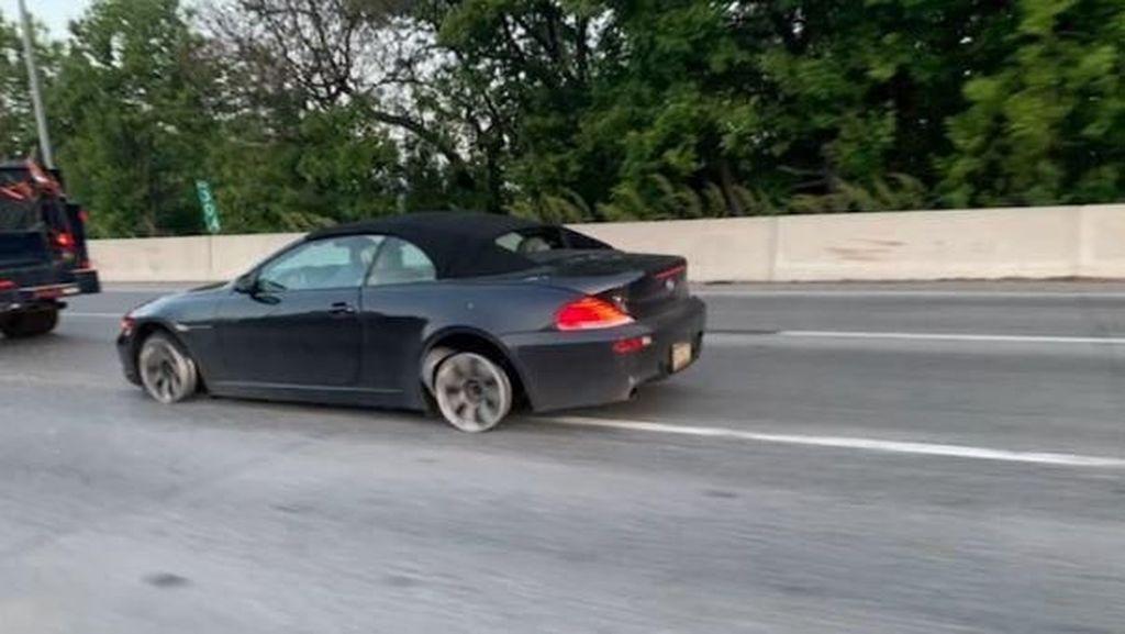Polisi Ciduk Pengemudi BMW yang Kendarai Mobil Tanpa Ban