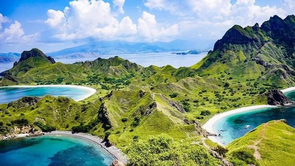 Labuan Bajo terletak di Flores, Provinsi NTT, menyajikan pemandangan lanskap alam dan garis pantai yang tiada duanya. Labuan Bajo bukanlah satu-satunya di Flores, masih banyak lagi yang tak kalah indah di NTT. Beberapa diantaranya adalah Pulau Komodo yang dihuni Komodo, hewan purba buas raksasa endemik asli Indonesia. Istimewa/dok.Kemenparekraf