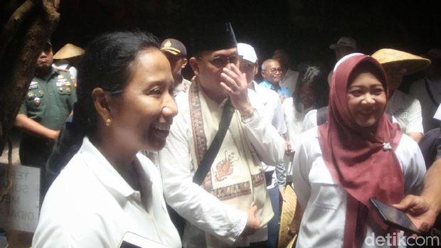 Menteri Rini merasa senang akan potensi gua wisata tersebut