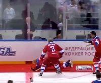 Putin terjatuh dengan kepalanya menyentuh lantai terlebih dulu