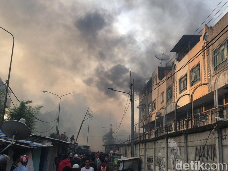 Ada Kebakaran di Kampung Bandan, Perjalanan KRL Terkendala