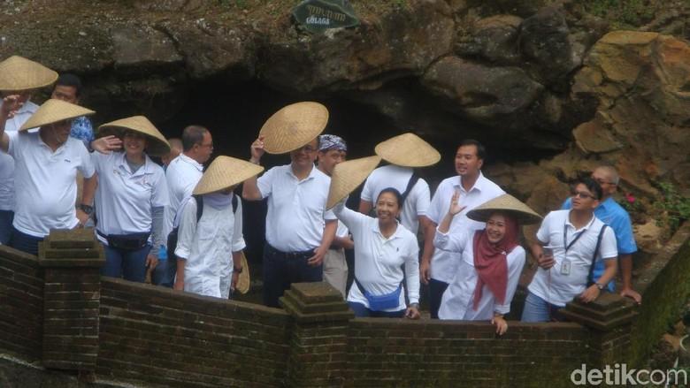 Menteri Rini dan jajaran Bos BUMN di Goa Lawa, Purbalingga (Arbi Anugrah/detikcom)