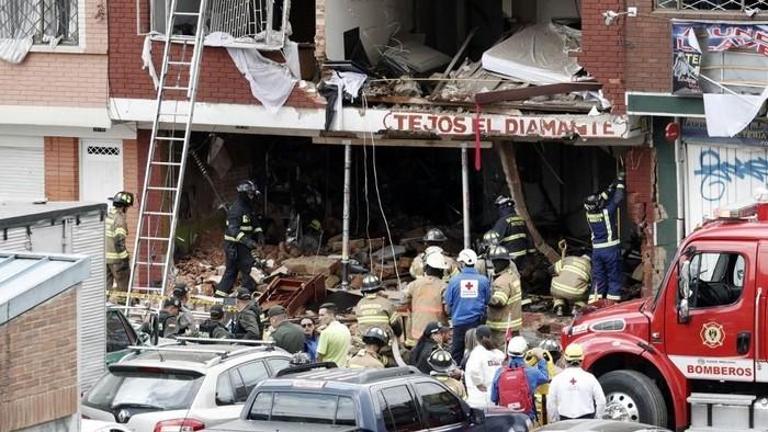 Dampak ledakan di pabrik Kolombia (Photo by DANIEL MUNOZ/AFP)