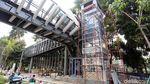 Pembangunan Lift di JPO Sudirman Terus Dikebut