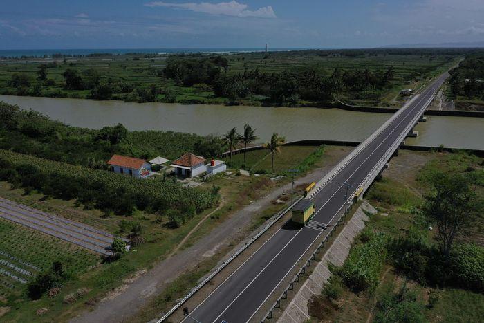 Penampakan dari udara jalur lintas selatan di Kebumen, Jawa Tengah.