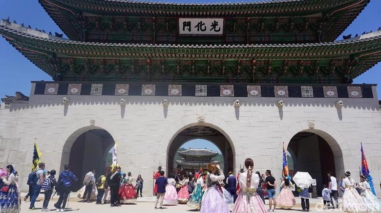 Turis di Istana Gyeongbok (Afif Farhan/detikTravel)