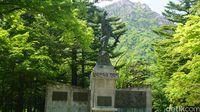 Monumen mengenang Perang Korea di Gunung Seorak (Afif farhan/detikTravel)