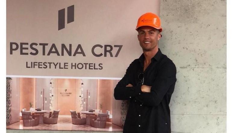 Cristiano Ronaldo dan hotel barunya (Instagram/cristiano)