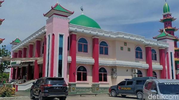 Sebuah masjid dengan gaya khas Tionghoa berdiri kokoh dan menjadi wisata religi selama bulan suci Ramadan di Palembang, Sumatera Selatan. Masjid itu adalah Masjid Cheng Ho (Raja Adil Siregar/detikcom)