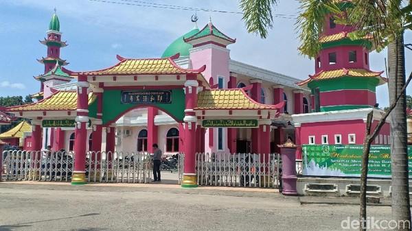 Masjid Cheng Ho sebenarnya bernama Masjid Al Islam Muhammad Cheng Ho Sriwijaya. Namun masyarakat sekitar menyebut Masjid Cheng Ho Jakabaring (Raja Adil Siregar/detikcom)