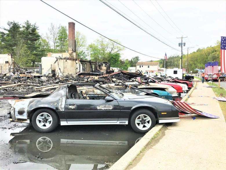 Belasan Mobil Klasik Terbakar di Lokasi Syuting HBO. Foto: Istimewa