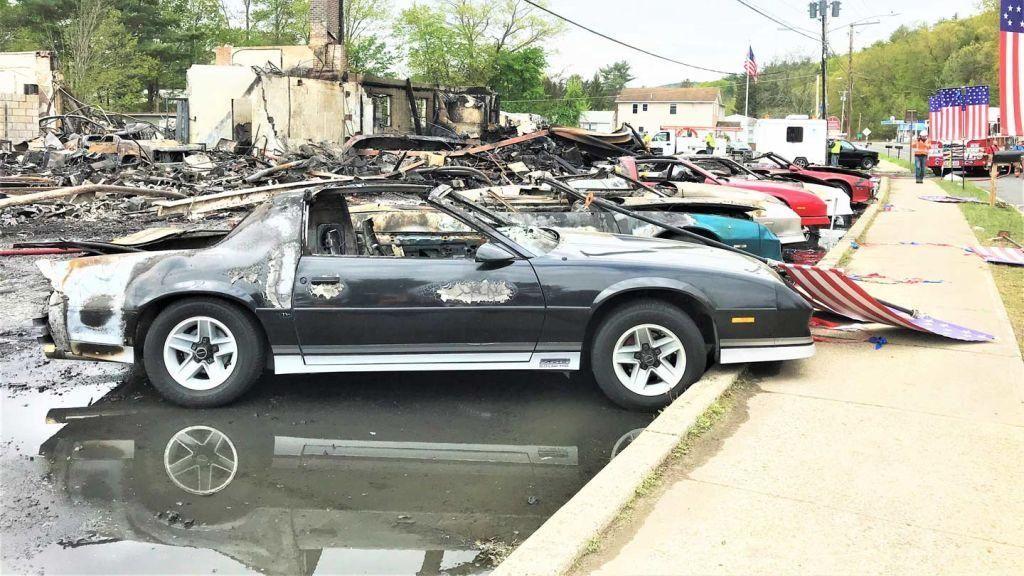 Sayang Banget, Belasan Mobil Klasik Terbakar di Lokasi Syuting