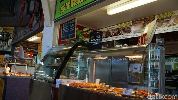E Shed Market punya gerai wisata kuliner halal untuk muslim traveler yaitu Temasek Street Food dengan menu Singapura, Malaysia dan Indonesia (Masaul/detikcom)