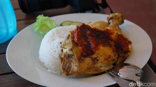 Menu ayam halal dengan nasi harganya mulai AUD 10 (Rp 100 ribu) (Masaul/detikcom)