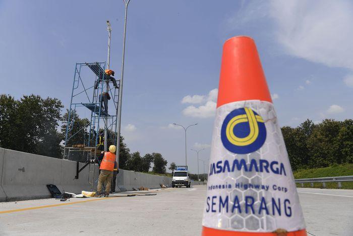Pemasangan CCTV tersebut untuk memantau kepadatan lalu lintas di area tersebut.