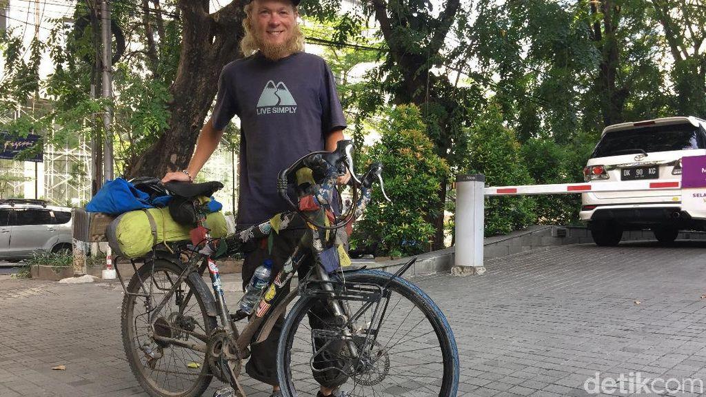 Pria Denmark Naik Sepeda Finlandia-Jakarta demi Kesehatan Jiwa