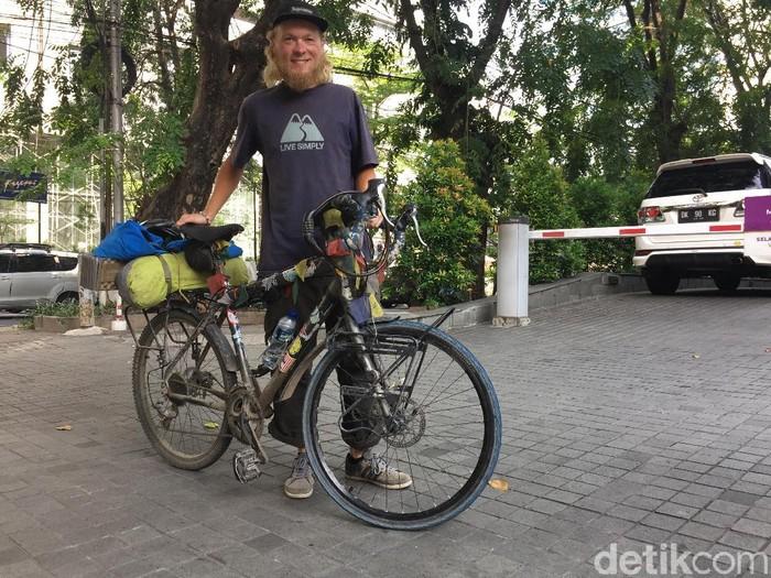 Dengan sepeda ini, Emil menjelajah jalan darat dari Finlandia sampai Jakarta (Foto: Uyung/detikHealth)