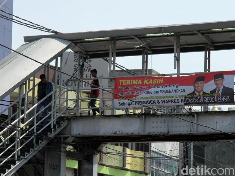 Spanduk Klaim Menang Bertebaran, BPN Prabowo Lepas Tangan