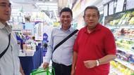 Saat SBY Belanja Bahan Kebutuhan di Sela Menemani Bu Ani di Singapura