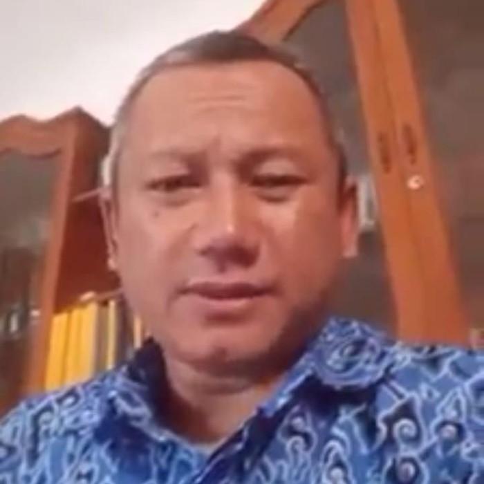 Iwan Adi Sucipto membuat video provokasi yang adu domba TNI-Polri. (Foto: tangkapan layar Facebook)