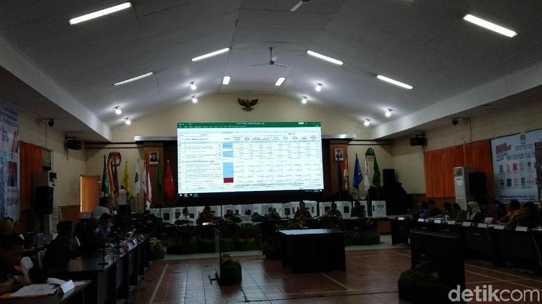 Rekapitulasi KPU Jabar: Prabowo Ungguli Jokowi di 21 Daerah