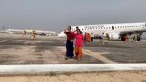 Detik-detik Pesawat Myanmar Mendarat Darurat Tanpa Roda Depan