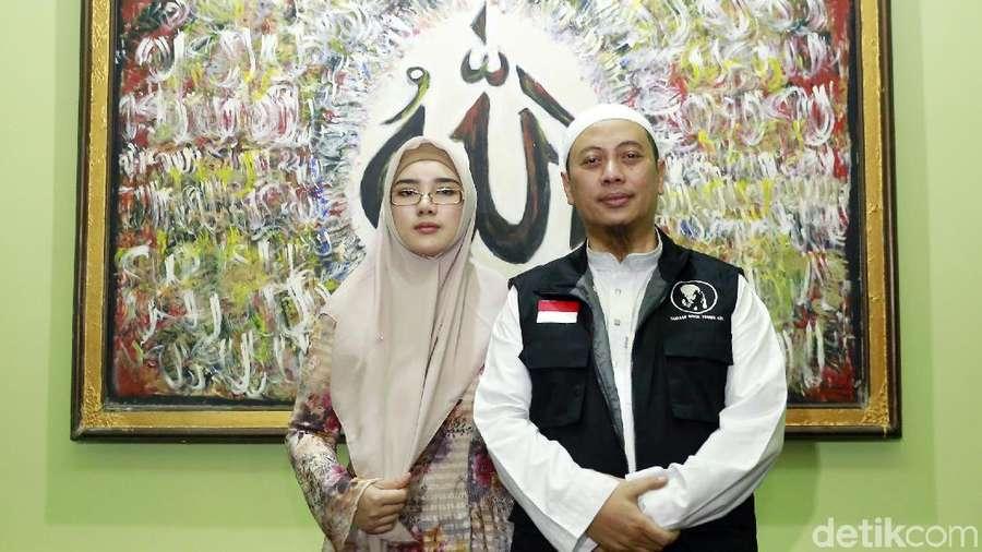 Istri Dampingi Opick saat Jelaskan soal Heboh Rambut Nabi Muhammad SAW