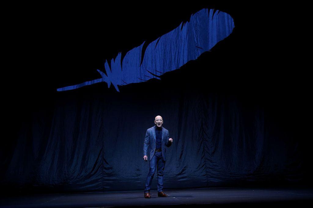 Pendiri Blue Origin, Jeff Bezos minggu lalu mengumumkan misi baru perusahaannya untuk menuju Bulan. Foto: Reuters/Clodagh Kilcoyne