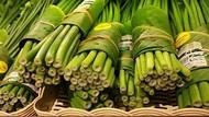 Supermarket Ini Ganti Bungkus Plastik Pakai Daun