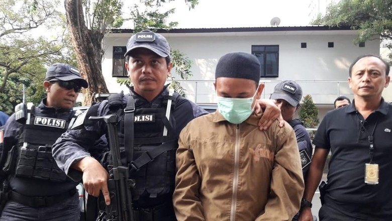 Viral Dosen Provokasi Pasca-penggal Jokowi, Perhatikan Rambu Demokrasi