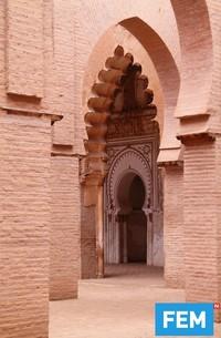 Warna dari masjid ini alami. Karena bangunan Tin Mal Mosque didominasi oleh batu-bata dan pilar batu. (iStock)